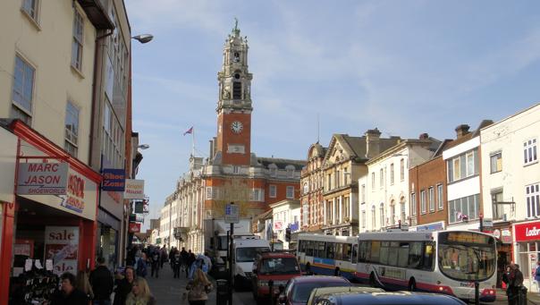 Parti fra travle High Street en lørdag i mars.