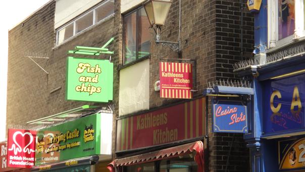 Colchester er ikke like urbant som storbyene, og det finnes nesten ingen intenasjonale impulser i gatelivet.