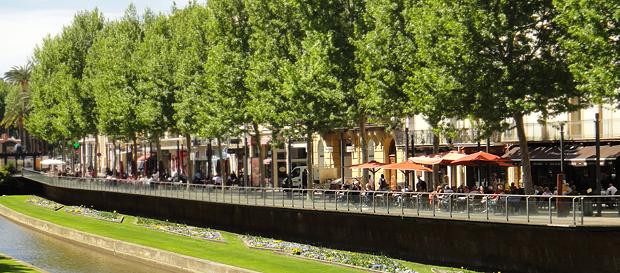 Vi fortsetter til Perpignan. Her et motiv fra noen enkle kafeer langs kanalen. Grønt, ikke sant?