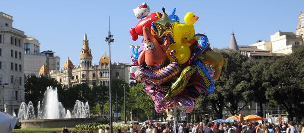 Det øverste endepunktet er Placa Catalunya. Ingen organiserte arrangement. Bare mye folk som nyter finværet.