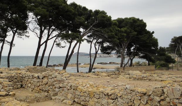 St Marti ved L'Escala nord for Girona er verdt et besøk. Se utgravningene etter empurierne som kom før romerne og maurerne.