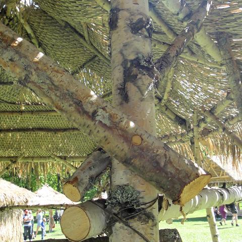 Treplugg og hesjetråd er festemidler som kunne vært brukt for 100 år siden, og som duger fint i dag også.