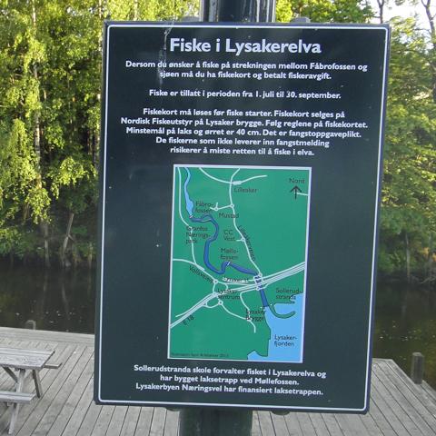 Fiskekort i Lysakerelva, - men det er kun øst-europeere som fisker her, - og de kan ikke lese norsk :-)