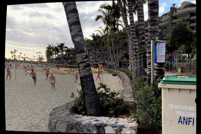 Anfi-del-Mar stranden med Bjørn Lyngs timeshare-leiligheter i bakgrunnen (kilde: Google maps).