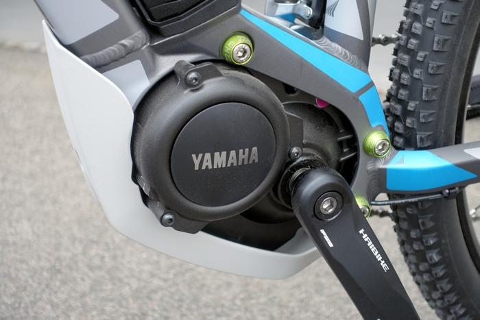Yamaha motor på kranken.