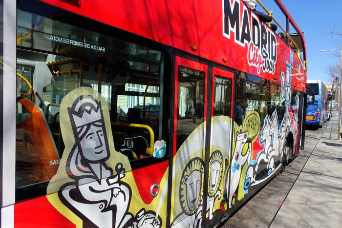 En tur med hop on, hop off buss anbefales. Vakkert dekorerte er de også.