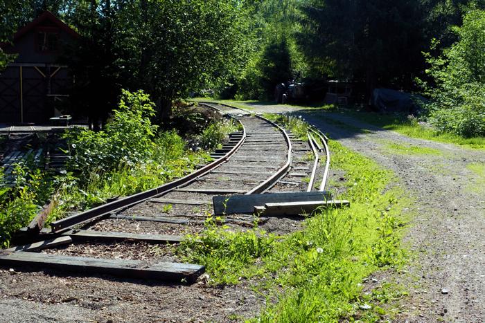 Den gamle Eidsfossbanen og Hvittingfossbanen krysset her.
